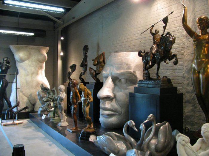indoor-sculpture-gallery
