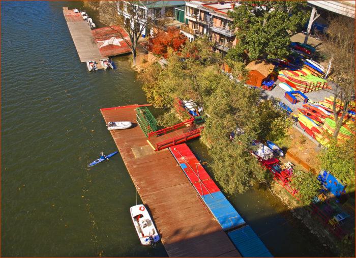 8. Kayak, paddle board or boat around the Potomac.