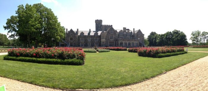 One of the most stunning features of Hempstead House is the beautiful display of 1,500 red rose bushes.