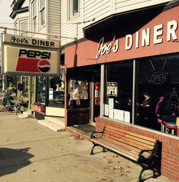 4. Joe's Diner, Lee