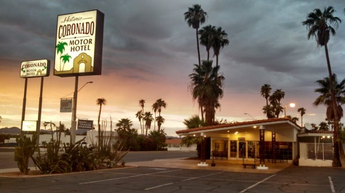 7 affordable places to stay overnight in arizona for Historic coronado motor hotel