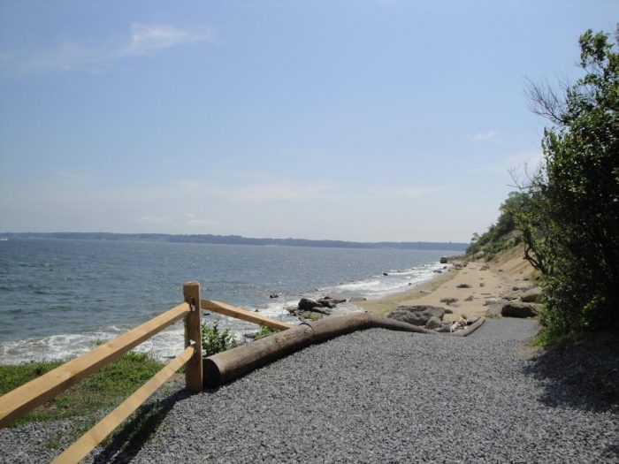 Overlooking the Long Island Sound, you can conclude your visit with a stunning walk along the white sandy beach!