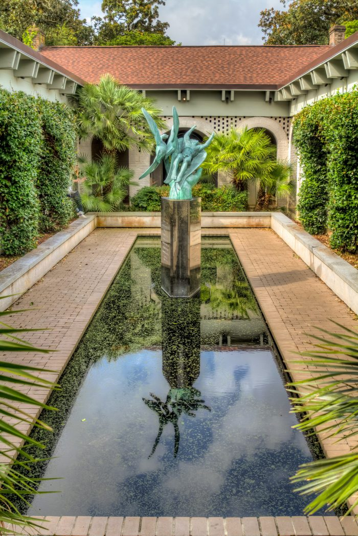 reflecting-pool-with-sculpture2
