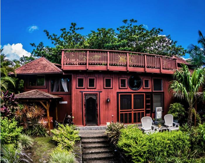 9. Hawaii: Bali House and Cottage