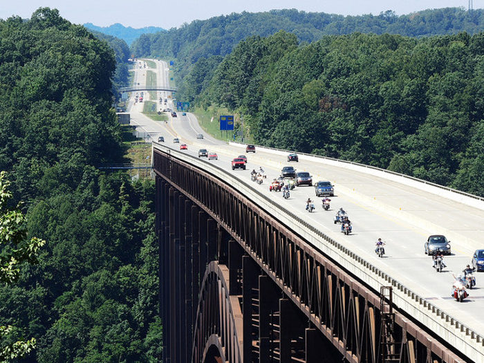 4. An average of 16,200 motor vehicles cross the bridge every day.