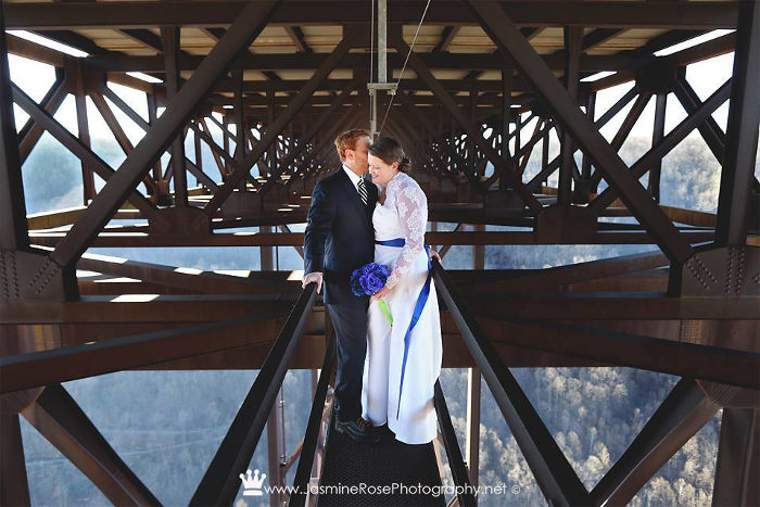 7. You can get married on the bridge.