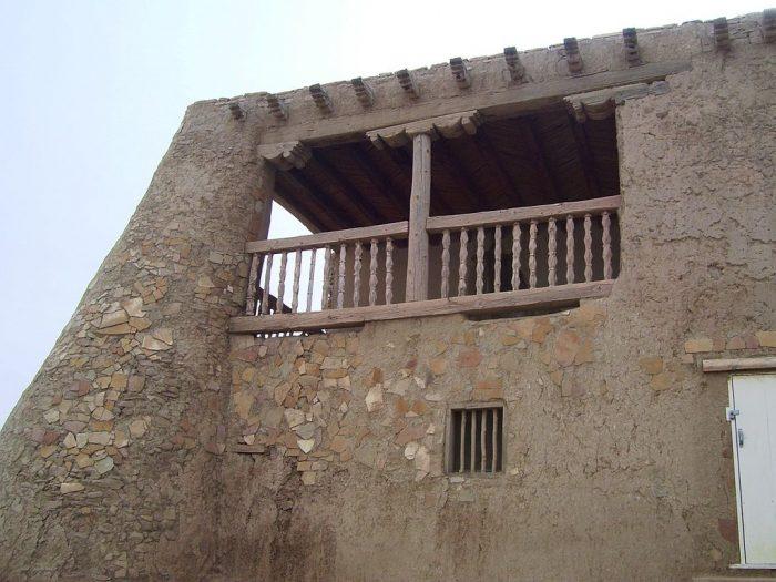07_Mission_church_Acoma_Pueblo_balcony
