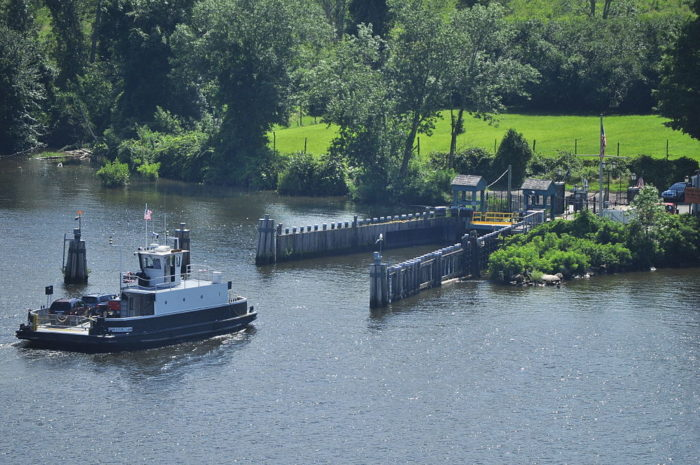 1024px-Ferry_seen_from_Gillette_Castle_05_(9363514109)