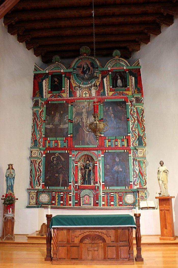 1024px-San_Francisco_de_Asis_Mission_Church_Main_Altar