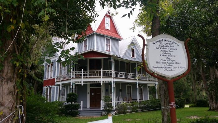 Take A Nighttime Tour Of Florida S Most Haunted House