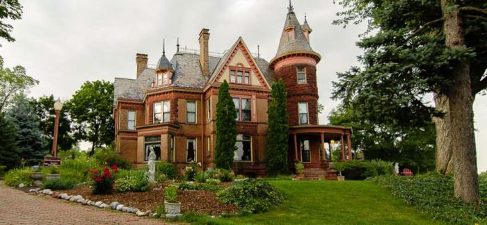 5. The Henderson Castle (Kalamazoo)