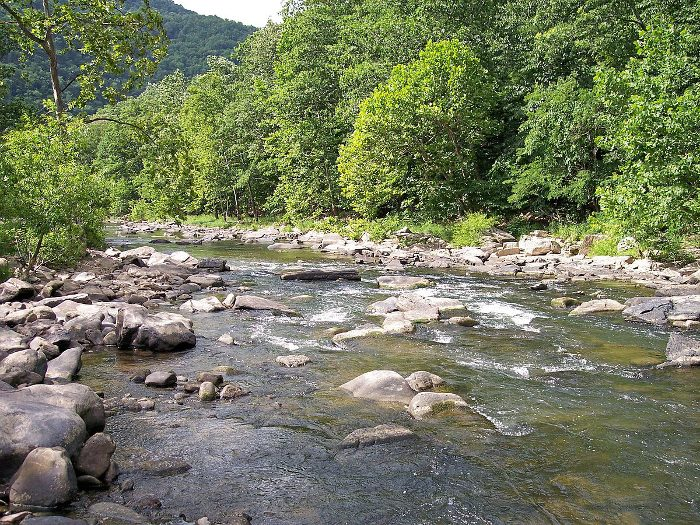 Before you return to the higher elevations, you can stop and admire the Bluestone River.