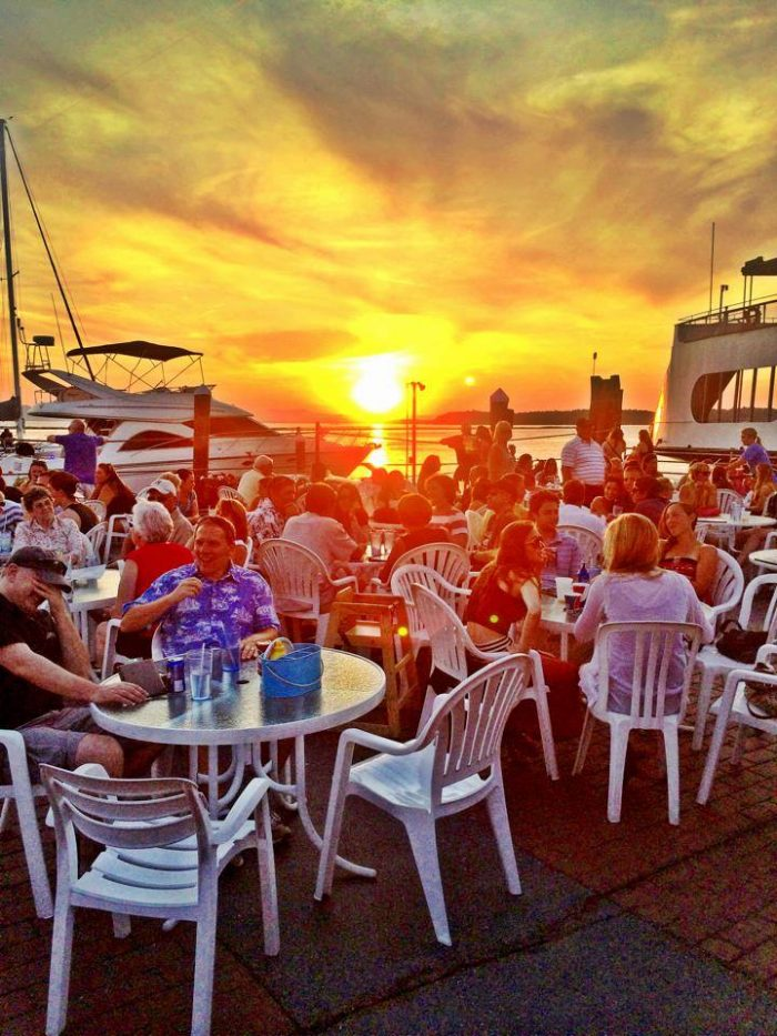 12 Waterfront Restaurants Everyone In Vermont Must Visit
