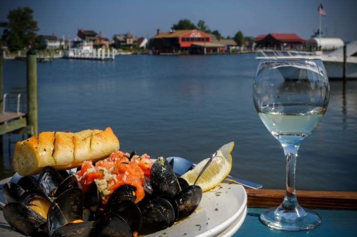 Or head to one of the waterfront restaurants for a bite of seafood with a view.