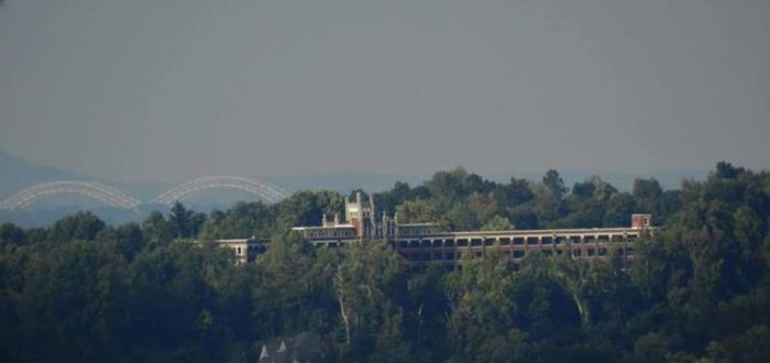 4. The Waverly Hills Sanatorium (Louisville, Kentucky)