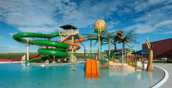 4 of the best waterparks in north dakota for Swimming pools with slides north west