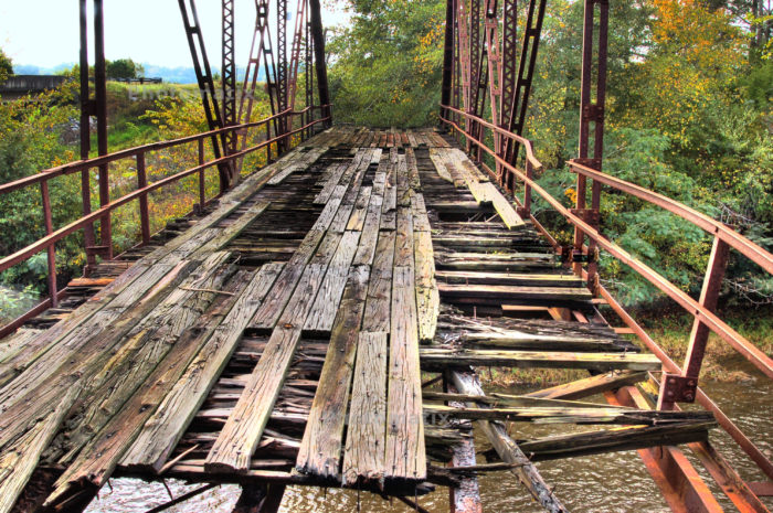 2. Instead of in Elba, Alabama, this abandoned bridge spans over the Pea River in Enos, Alabama.