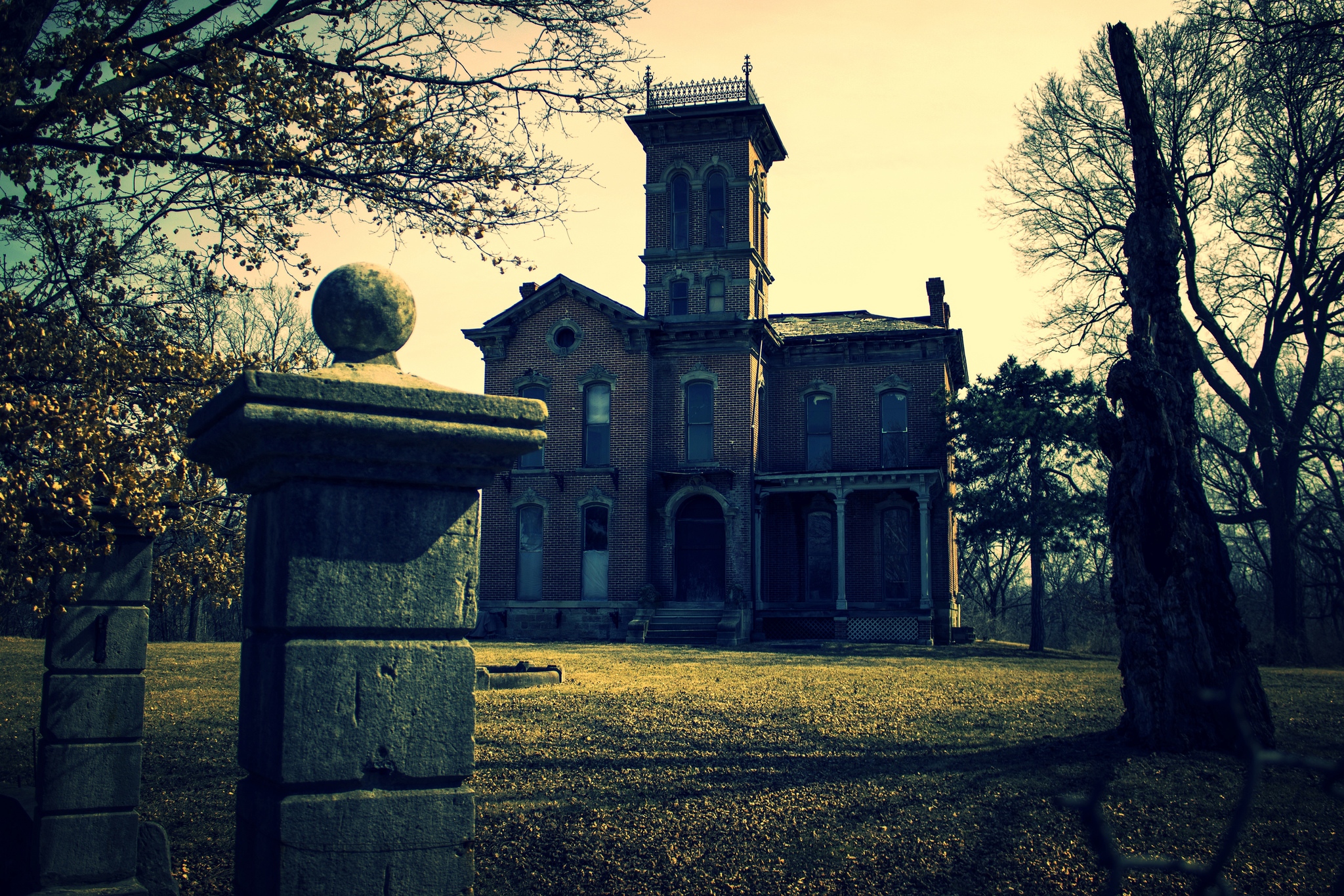 The Story Behind This Haunted Castle In Kanas Is Truly Terrifying