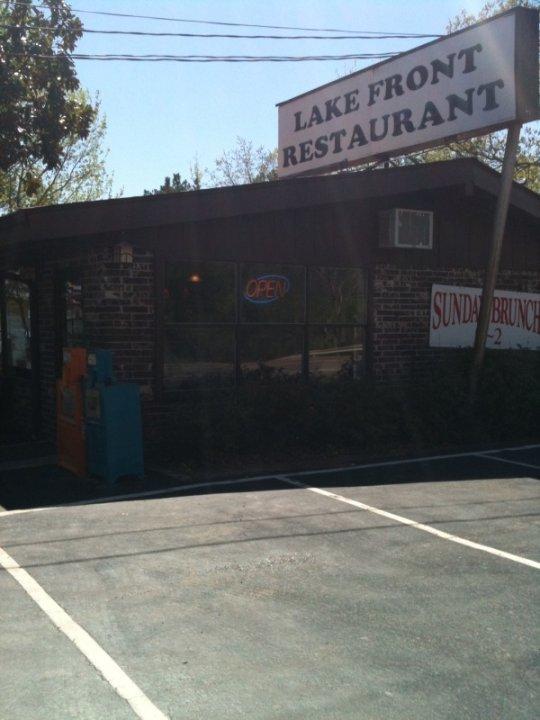2. Janssen's Lakefront Restaurant (Edgemont)