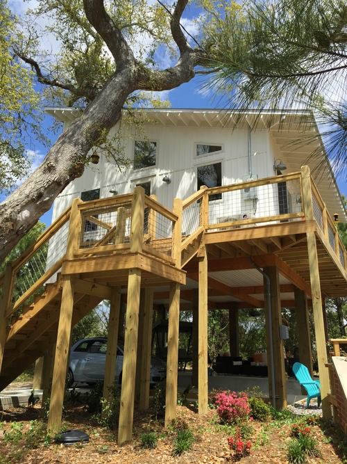 The tiny home sits 15' in the air and is nestled in a live oak. The home has a 24' x 24' floor plan and features 12'-19' ceilings.