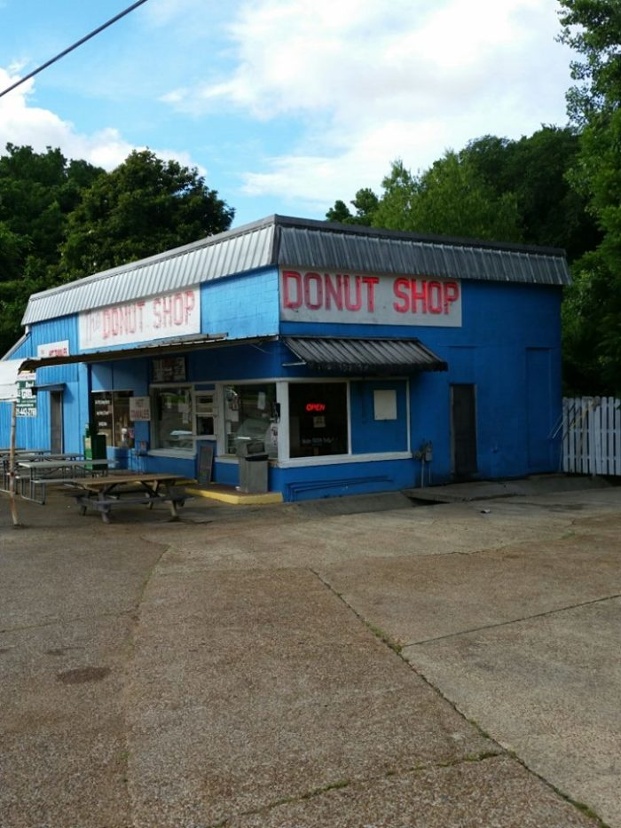 Neither locals nor tourists can resist indulging in the shop's delicious sweet treats. The donuts are so good, in fact, it's not uncommon for people to travel for miles just to get a taste.