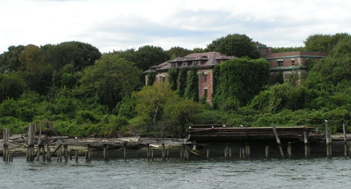 The saddening history doesn't end there, in the 1950s North Brother Island would become the place of a juvenile drug rehabilitation center.