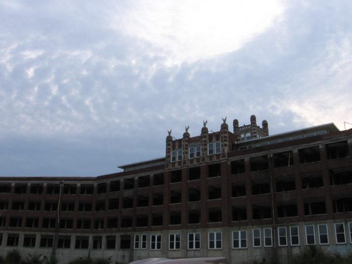 6. Waverly Hills Sanatorium (Louisville, Kentucky)