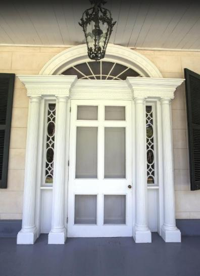 3. If the front doorway of the Natchez mansion Linden looks familiar that's because it was copied for the doorway of Tara in the movie Gone With the Wind.