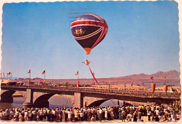 3. McCulloch thought that Lake Havasu City needed a major attraction to lure visitors and residents into town. That led him to purchasing the London Bridge.