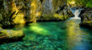 These 11 Swimming Spots Have The Clearest, Most Pristine Water In Oregon