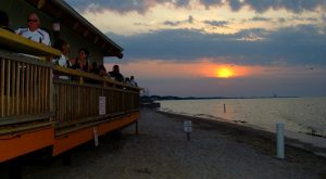 These 8 Beachfront Restaurants In Ohio Are Out Of This World