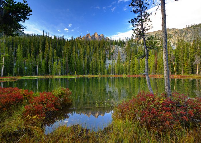 But for the perfect family destination without much effort, nearby Bench Lakes will reward some epic and unexpected color.