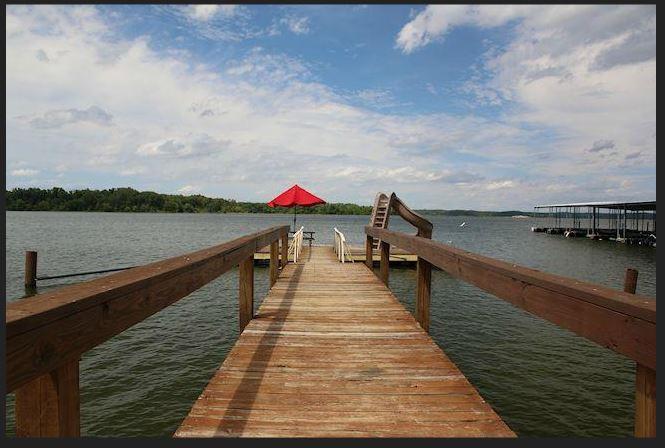 7. Cozy Cove Waterfront Resort, Benton