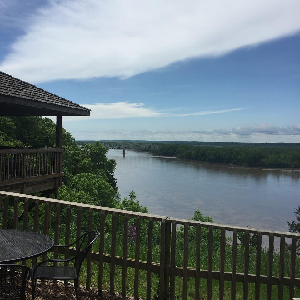 10 Missouri Restaurants Right On The River