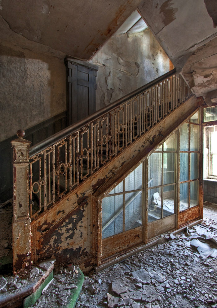 Teenagers took their own cameras and entered the abandoned resort in search of ghosts and paranormal activity.