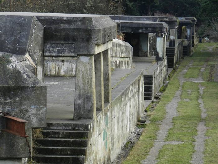 800px-Deserted_Barracks_at_Fort_Worden