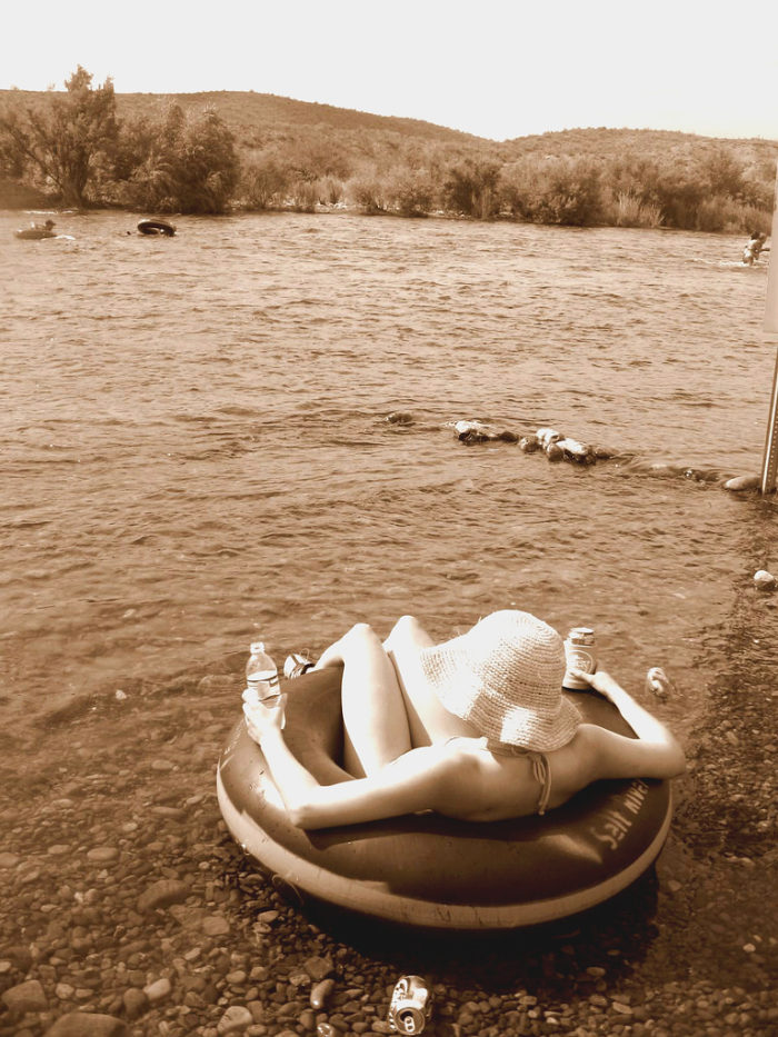 9. A day off will be spent like this in one of the rivers.