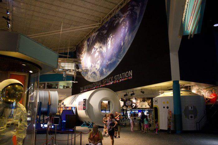 5. Touring Space Center Houston. (Houston)
