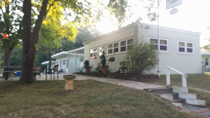 9. Bee Spring Lodge Restaurant, Benton