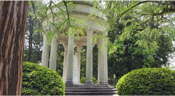 8. Or Cave Hill Cemetery