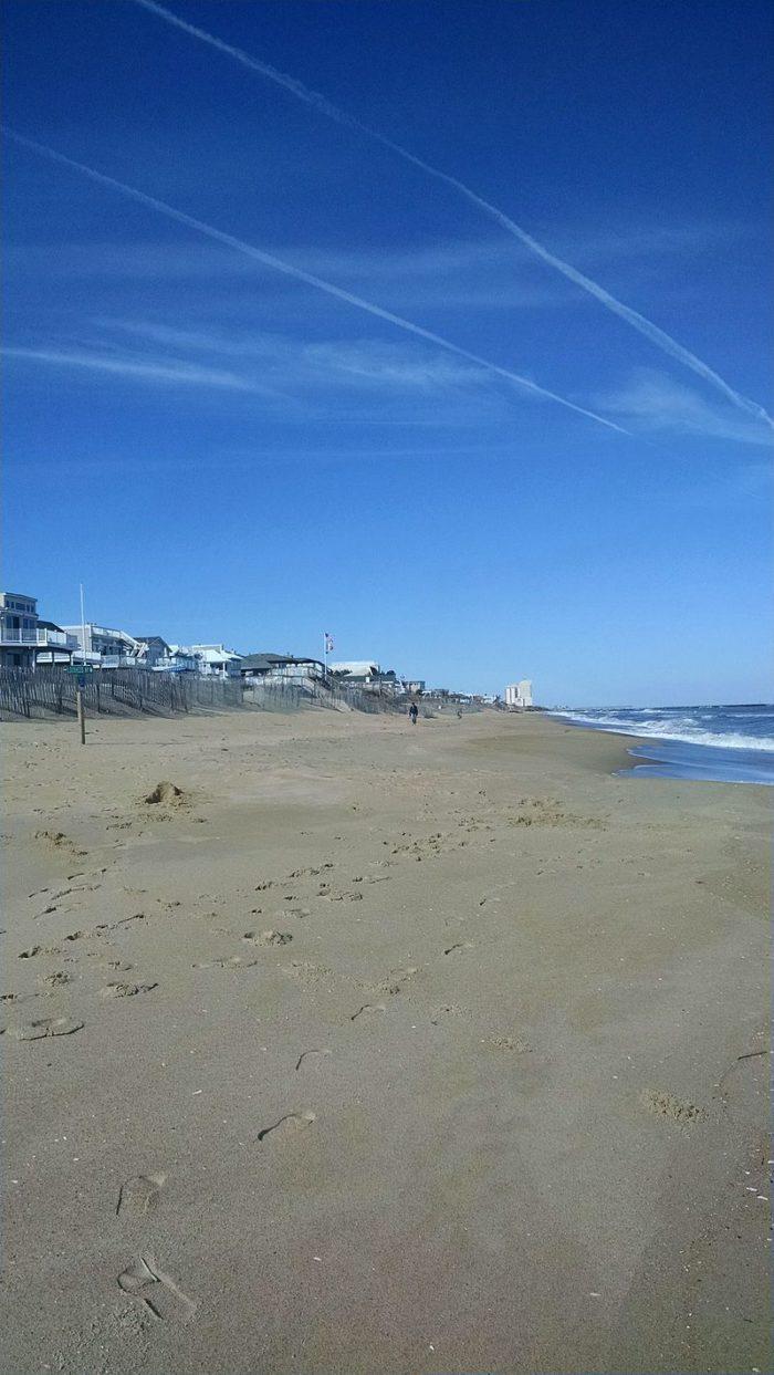 Croatan_Beach_looking_north_toward_Rudee_Inlet