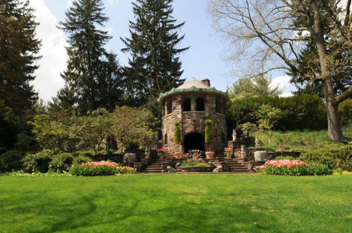 8. Take a twilight tour of Greenwood Gardens.