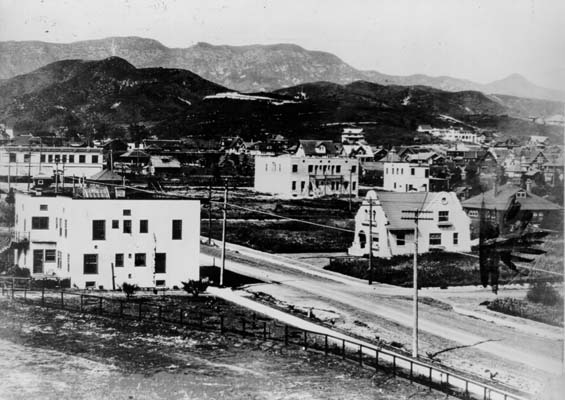 6. Hollywood and Highland -- circa 1907 and present day