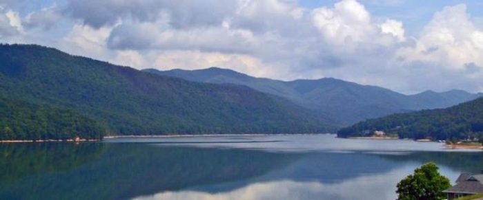 You Need To Visit This Little Known Unique Lake In Tennessee