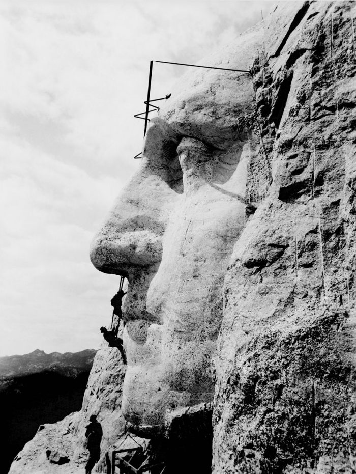 9. Workers had to climb over 500 steps each day to reach their job site. Most were miners in the area who had given up looking for gold, and very few of them knew anything about carving sculptures into rock.