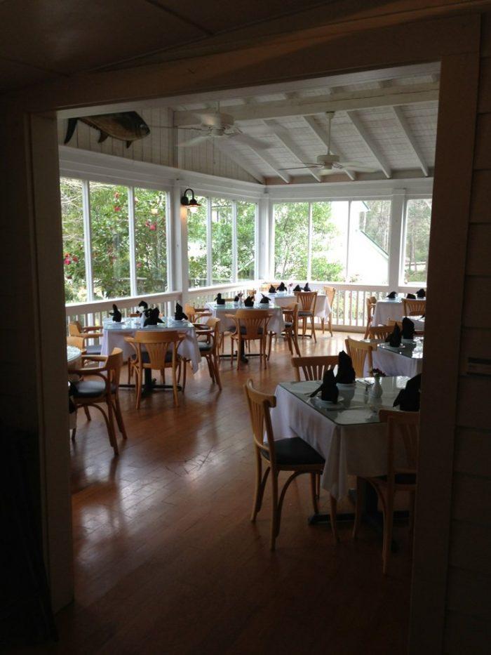 Romantic Restaurant 7.7