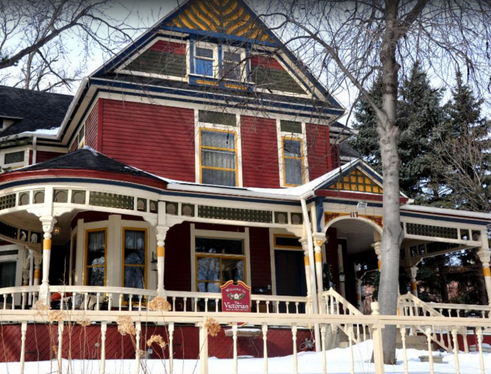6. Victorian Bed and Breakfast - Sioux Falls