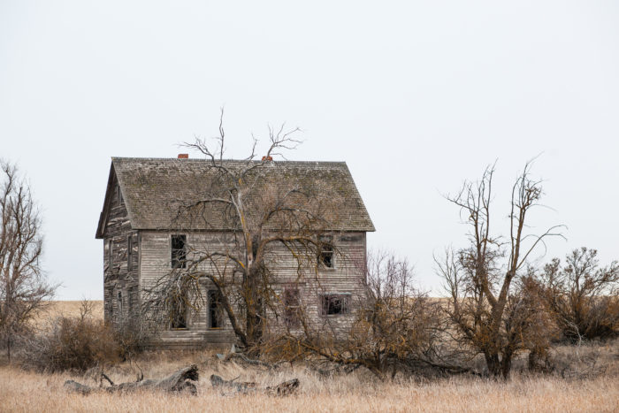 These Abandoned Farmhouses In Washington Are Eerily Beautiful