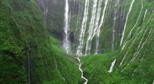 Hawaii's Weeping Wall Is The Most Majestic Waterfall You'll Ever See