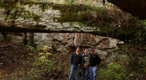 What's Waiting For You Along This One Easy Hike In Illinois Will Leave You In Awe
